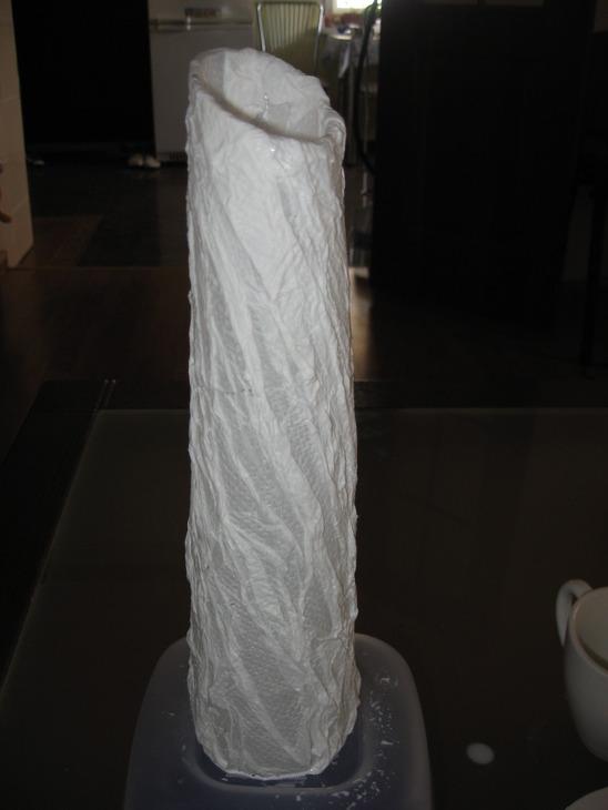А хочу предложить вам попробовать декорировать вашу вазу - туалетной... стеклянная ваза. клей ПВА...