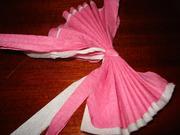 Для изготовления розы вам понадобится бумажная многослойная салфетка, желательно однотонная и яркая.