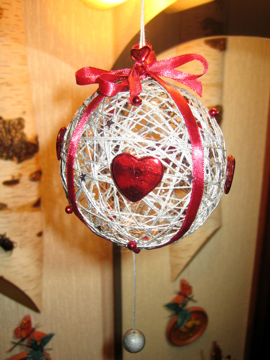 Лента с новогодними шарами своими руками