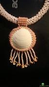 стеклярус. бисер 2-х размеров. делаем бахрому. делаем петлю плотным плетением.  Способ изготовления. ракушка.